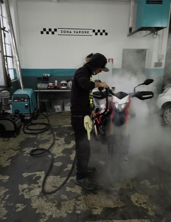 lavaggio a vapore auto e moto