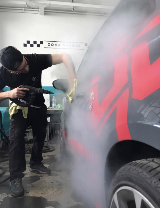 lavaggio a vapore auto